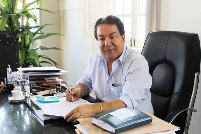 MPPE pede na Justiça o bloqueio de bens do prefeito de Garanhuns Izaías Régis