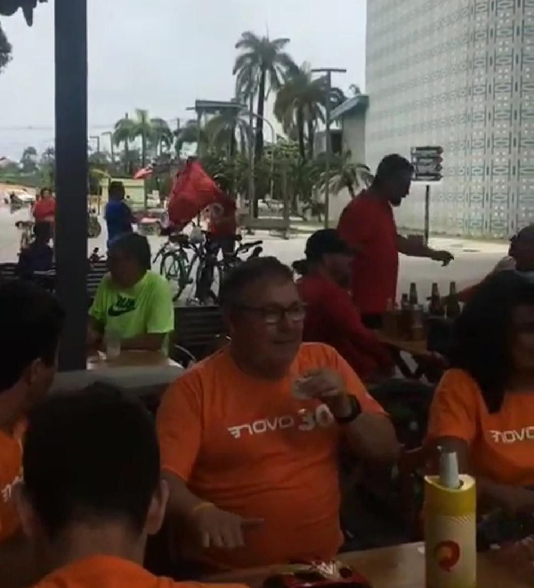 Vídeo: Militantes do PT e do partido NOVO trocam agressões no Recife Antigo