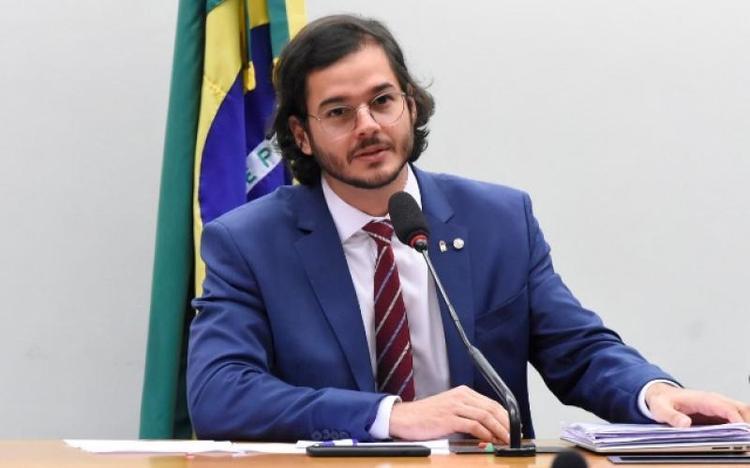 Túlio Gadêlha vai ao STF contra prazo de validade dos créditos do VEM