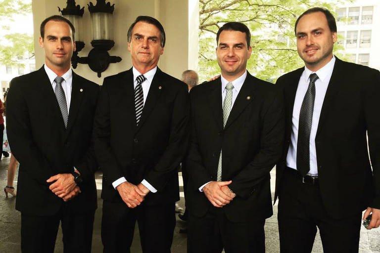 Carlos Bolsonaro critica imprensa por estimular 'ódio entre irmãos'