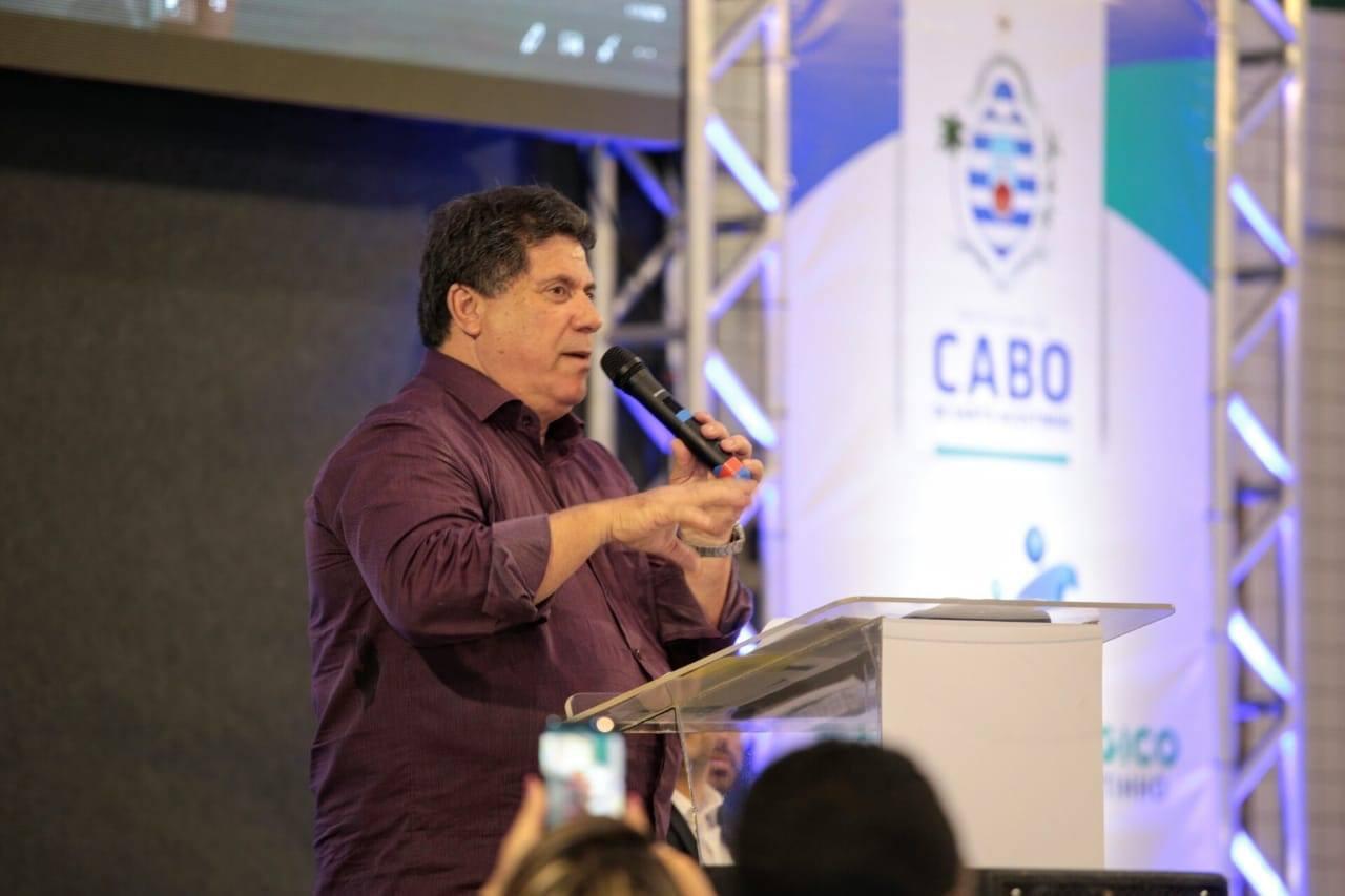 Lula Cabral volta ao cargo de Prefeito do Cabo