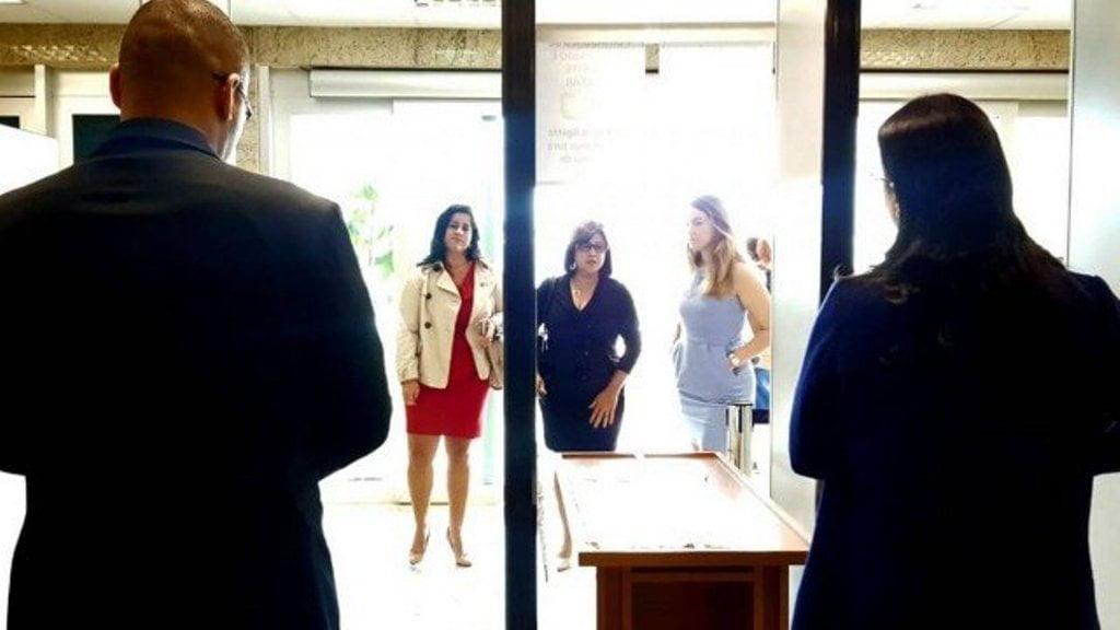 Polêmica: Juíza que mede saia de advogadas com régua é denunciada pela OAB-RJ