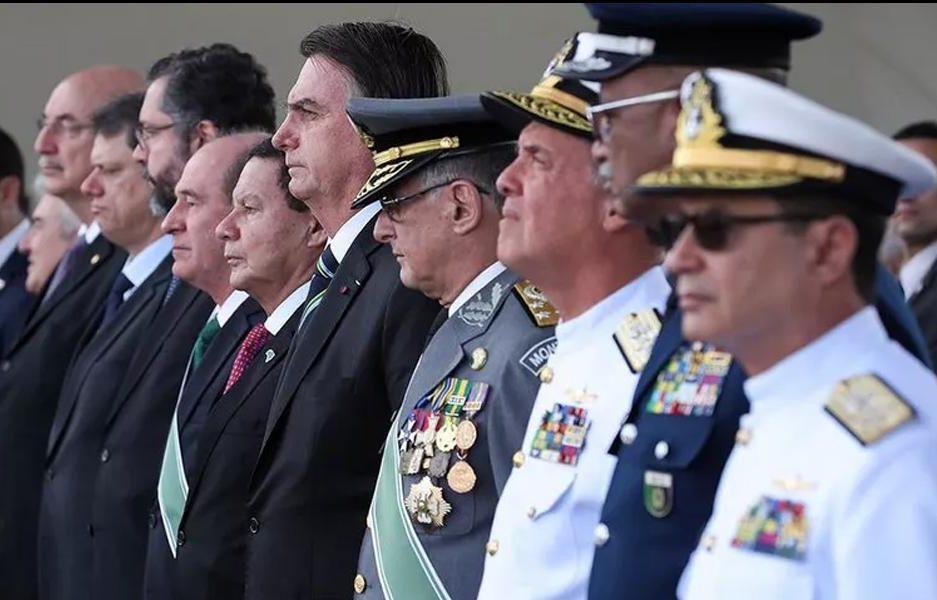 """""""A Lei de Segurança Nacional está aí para ser usada"""", dispara Bolsonaro"""