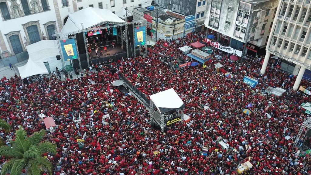 """Festival Lula Livre no Recife, ex-presidente manda recado e diz: """"A luta continua"""""""