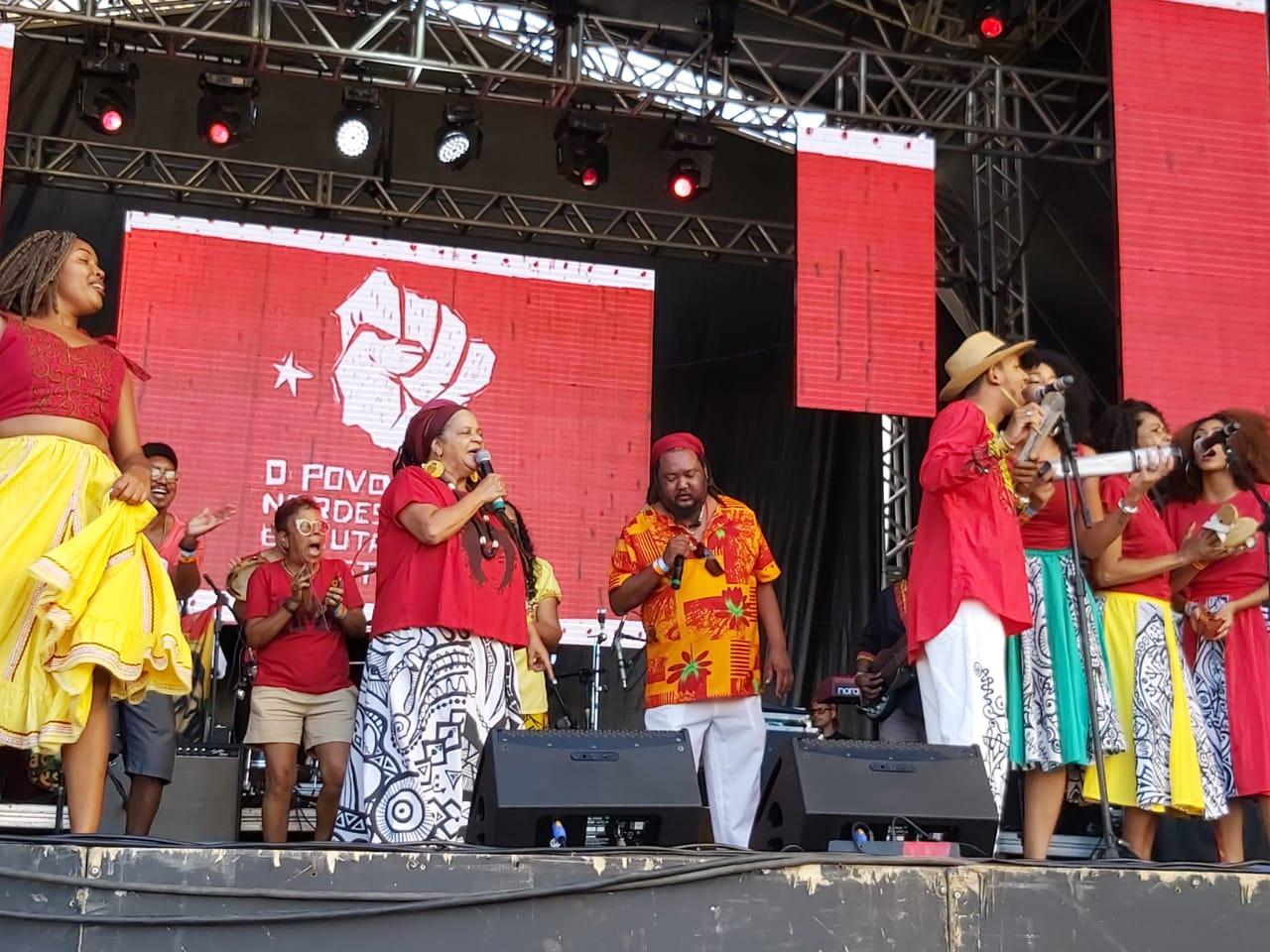 Mãe de Santo xinga pastores no Festival Lula Livre