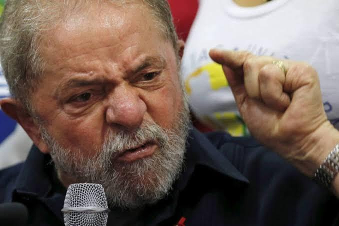 Lula diz que é palhaçada da Polícia Federal entrar em sua cela às 6h da manhã