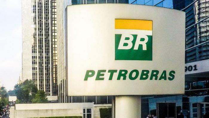 Petrobras anuncia redução de 5% do preço da gasolina nas refinarias