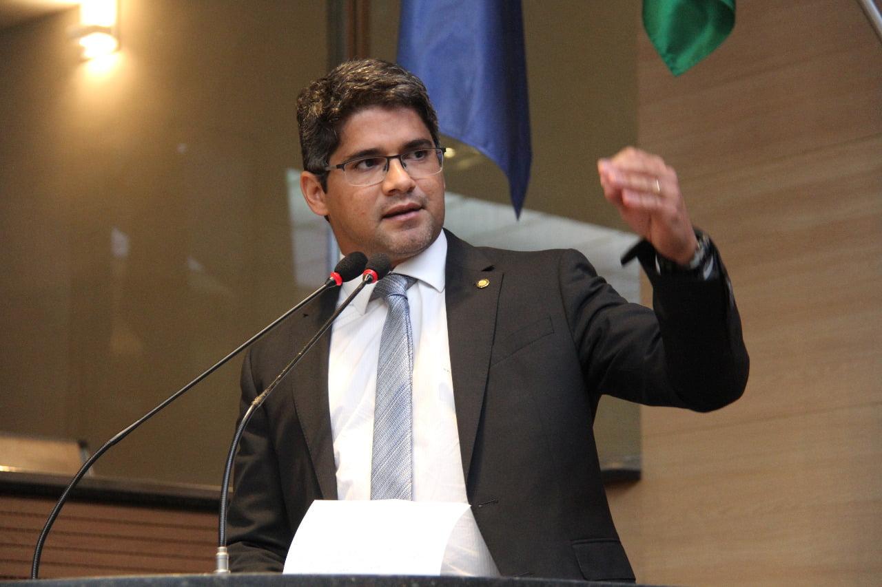 Vereadores questionam postura 'inativa' do vereador Renato Antunes durante reunião com secretário
