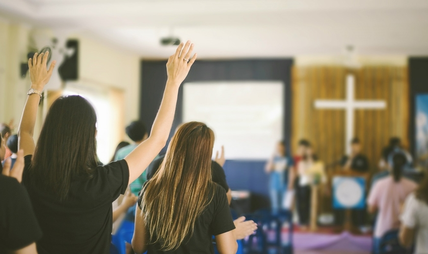 Governo Bolsonaro define lotéricas e igrejas como atividades essenciais