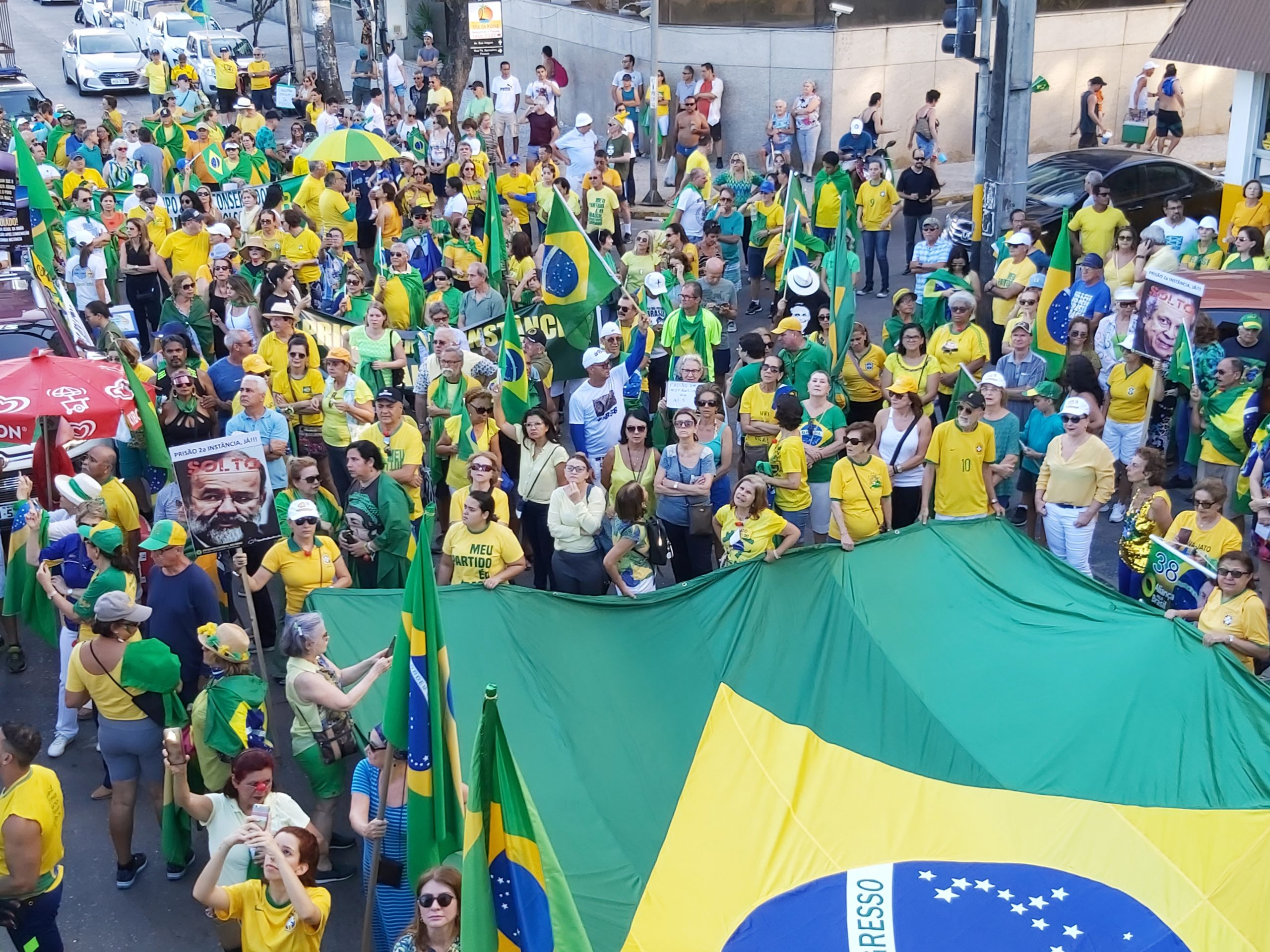 Ato do VPR leva centenas de pessoas às ruas do Recife neste domingo