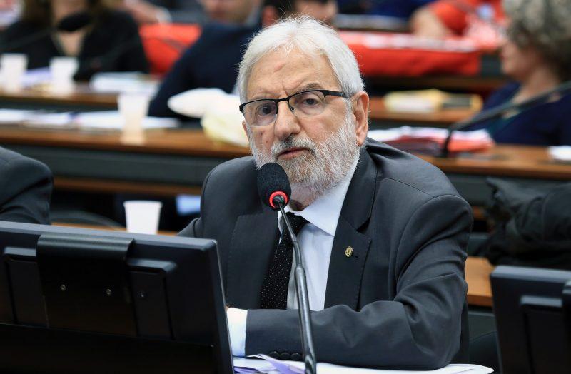 Deputado do PSOL pede a suspensão do Programa Nacional de Escola Cívico-Militares