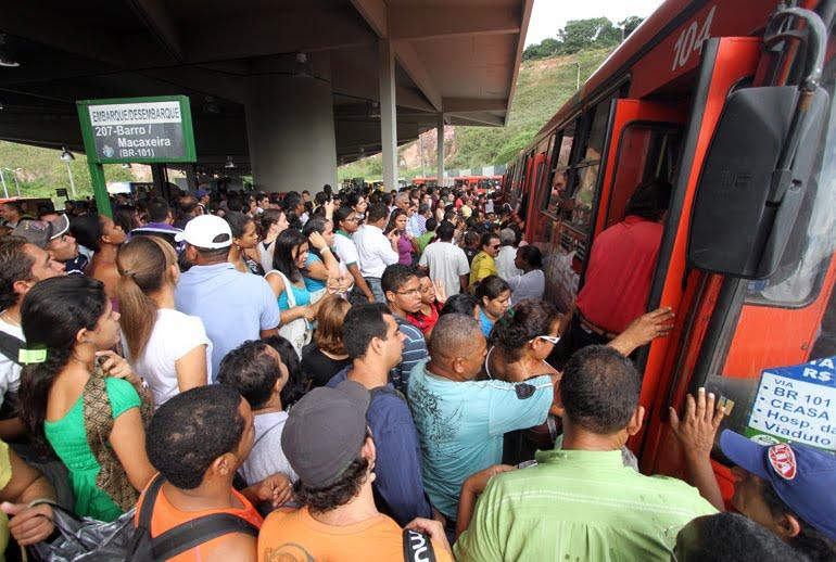 Recife é a cidade brasileira que mais se leva tempo esperando ônibus