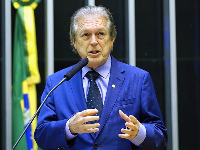 """Luciano Bivar: """"A cúpula do governo ficou ensandecida para pegar esse dinheiro"""""""
