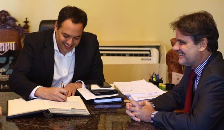 Paulo Câmara planeja entregar Secretaria a Raul Henry para evitar confronto eleitoral