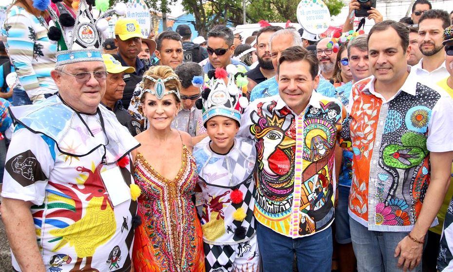 Geraldo Julio e Paulo Câmara marcam presença no tradicional café da manhã do Galo da Madrugada