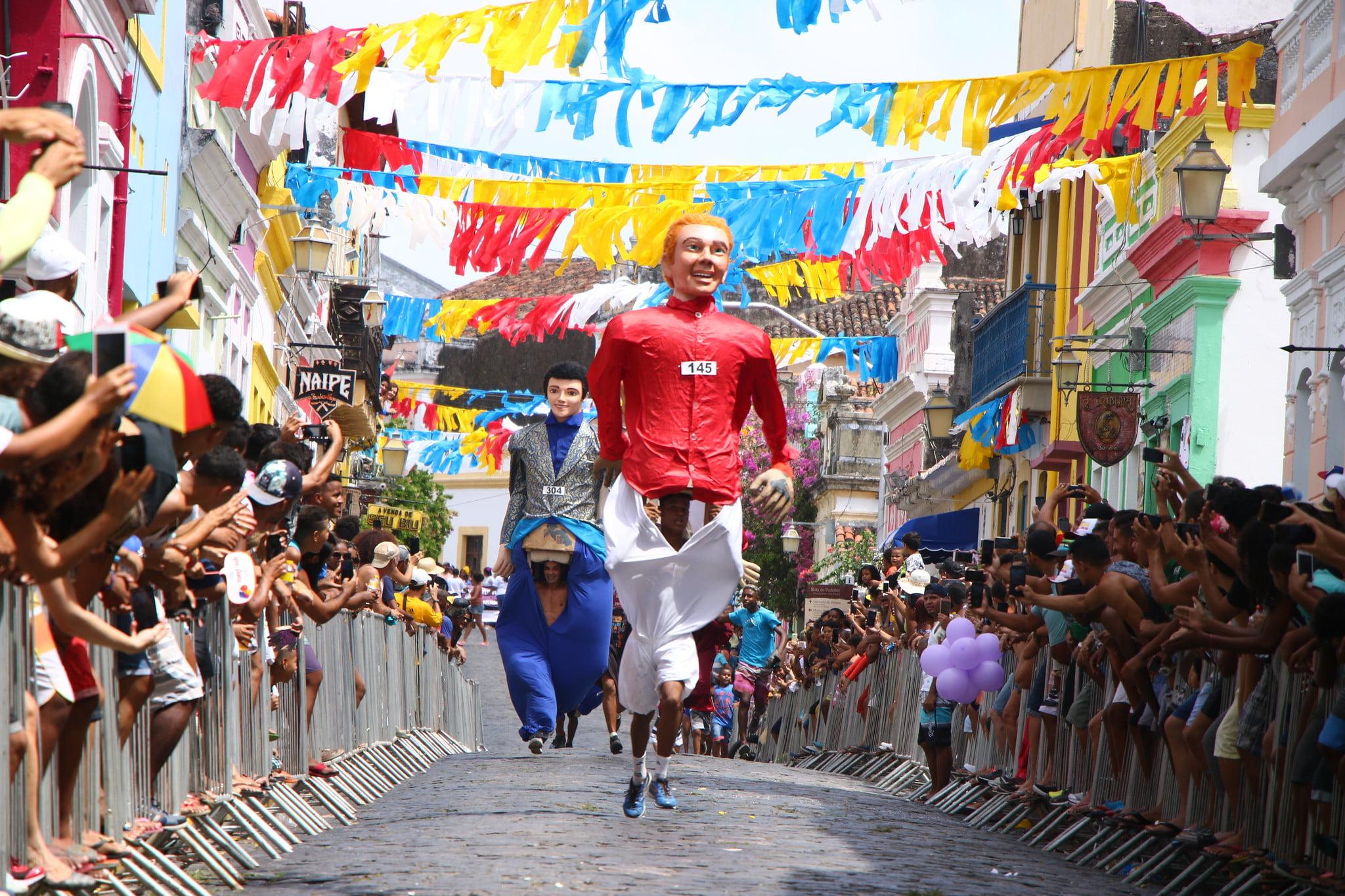 Tradicional Corrida dos Bonecos Gigantes de Olinda acontece neste sábado