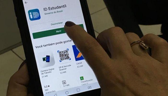 Deputada protocola projeto para garantir carteirinha digital gratuita