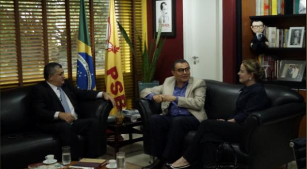 Gleisi Hoffmann e José Guimarães vão à sede do PSB tratar de eleições municipais