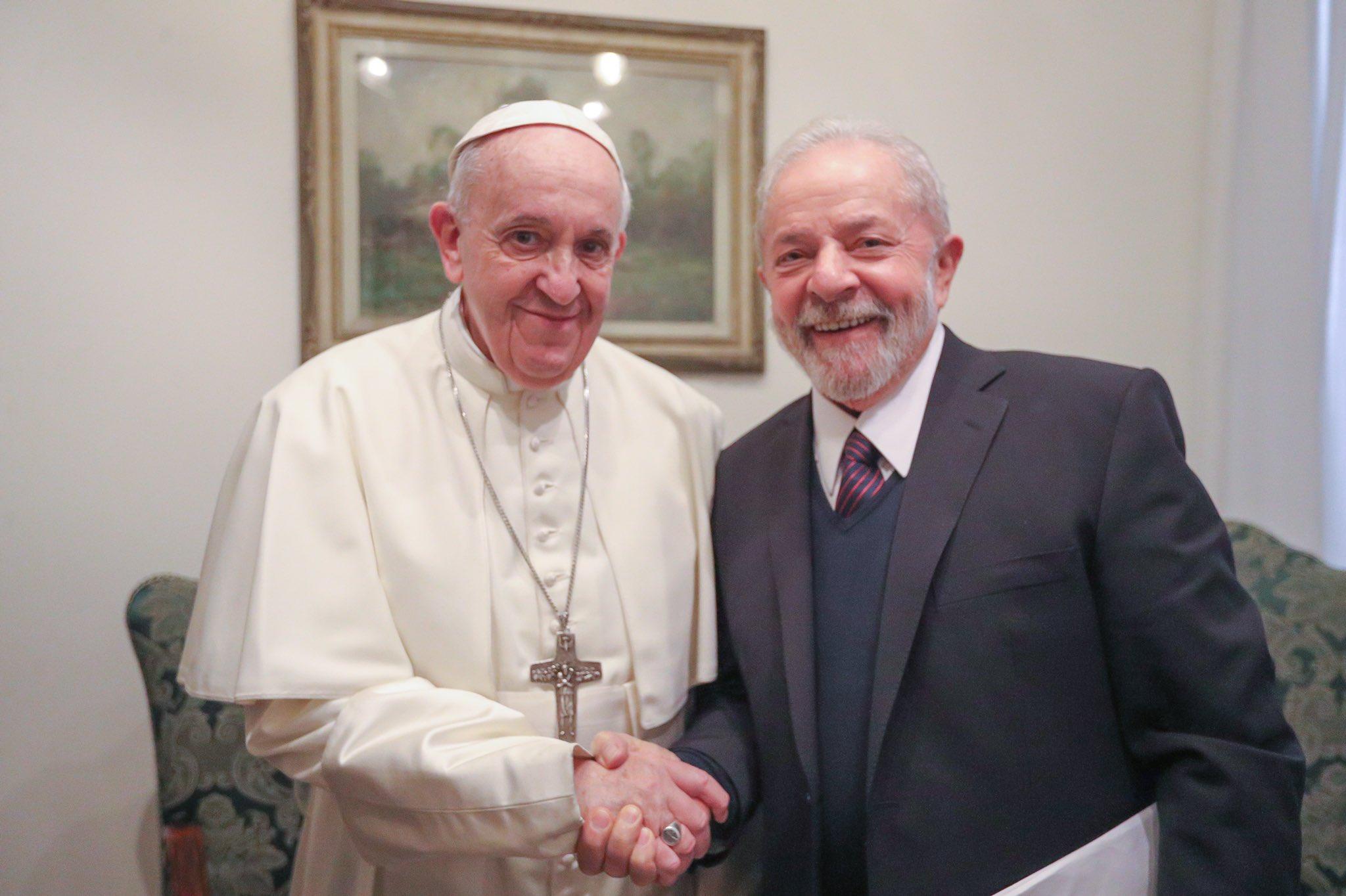 Lula é recebido pelo Papa Francisco no Vaticano