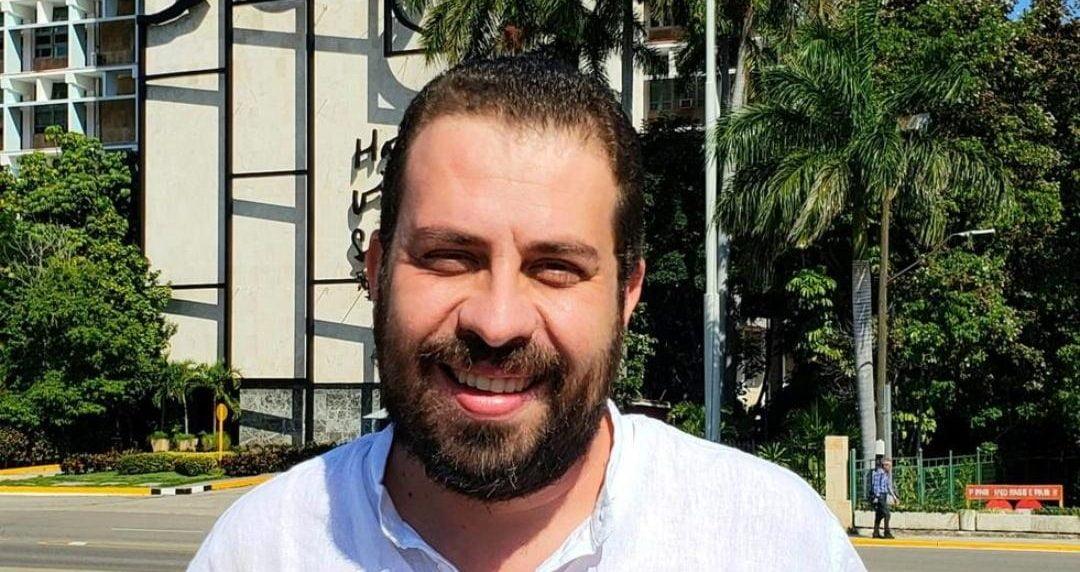 Boulos vai para Cuba e internautas pedem para que ele fique por lá