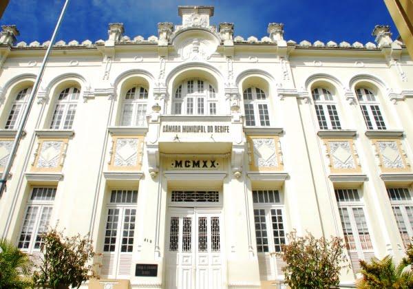 Câmara do Recife vota a favor da reabertura de templos religiosos