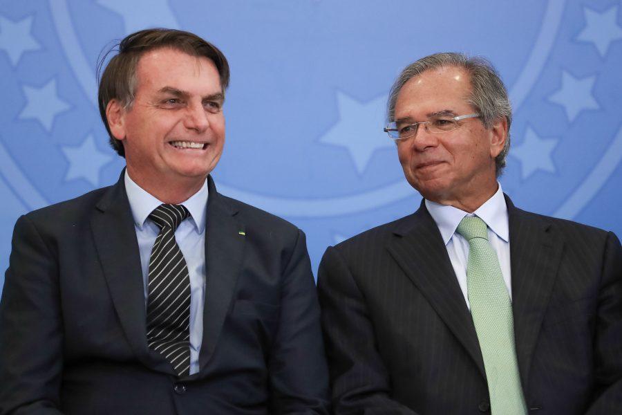 Bolsonaro define em R$ 600 valor de auxílio dos trabalhadores informais por três meses