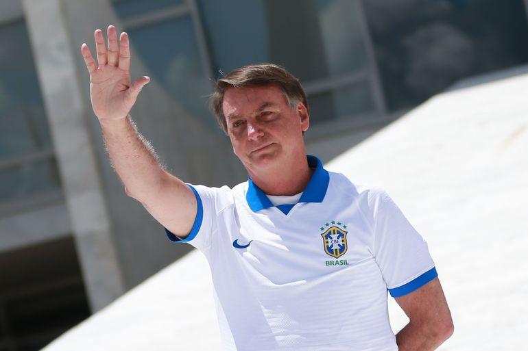 """""""Povo armado legalmente jamais será ultrajado, roubado ou escravizado"""", declara Bolsonaro"""