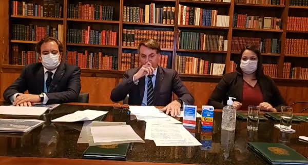 """Bolsonaro: """"Essa neurose de fechar tudo não está dando certo"""""""