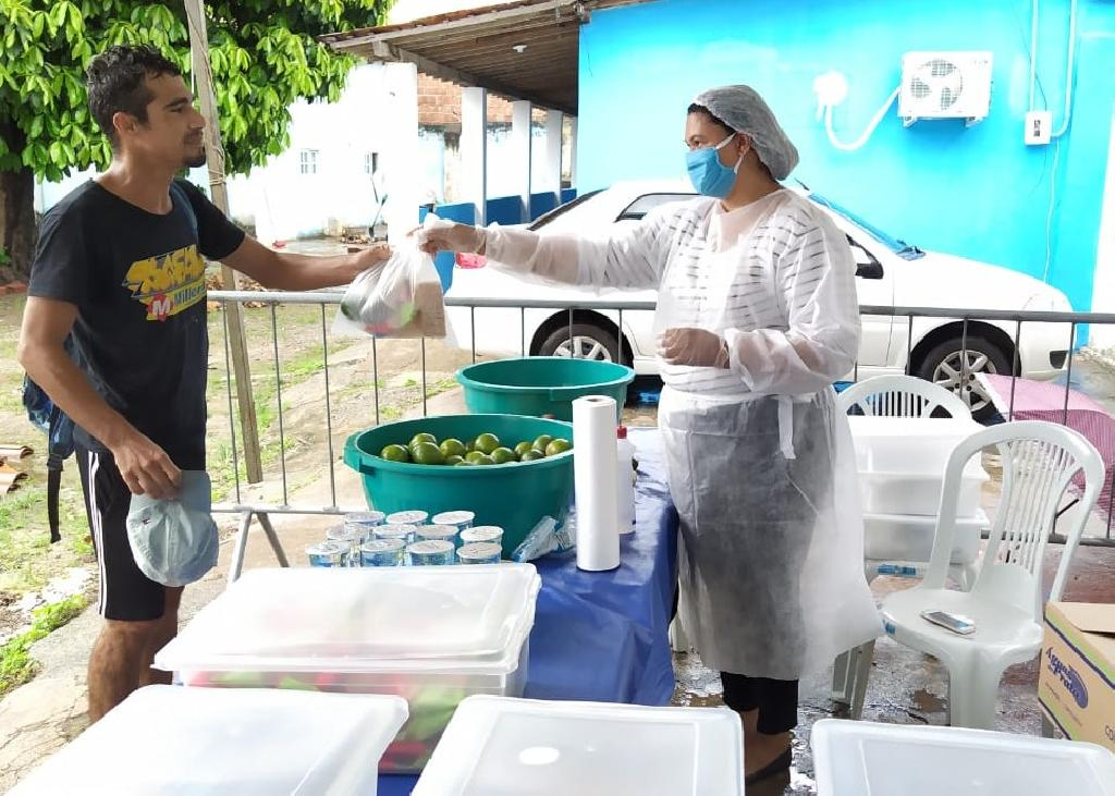 Prefeitura oferece Ponto de Cuidado para população de rua receber kit de alimentação e higiene