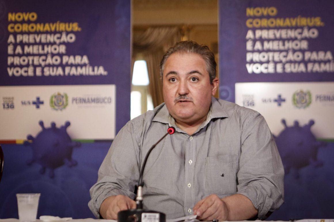 """Secretário de Saúde de Pernambuco: """"Há possibilidade de a doença se tornar endêmica"""""""