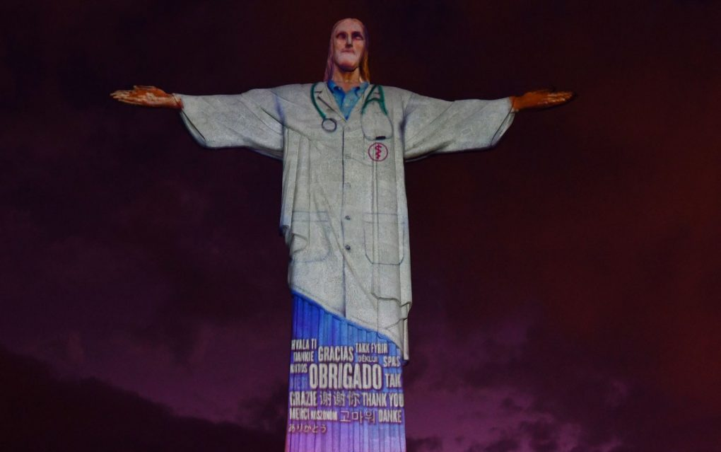 Cristo Redentor de jaleco.