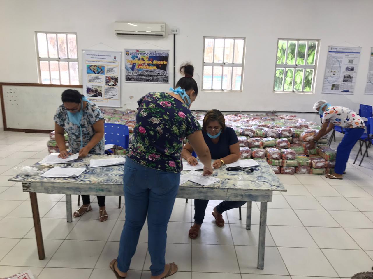 Prefeitura de Olinda conclui entrega do segundo lote de kits alimentares da Rede Municipal de Ensino