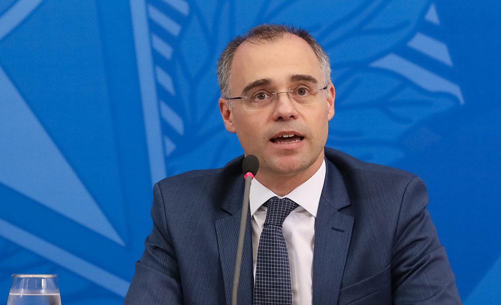Ministro da Justiça ficará internado após inflamação cardíaca
