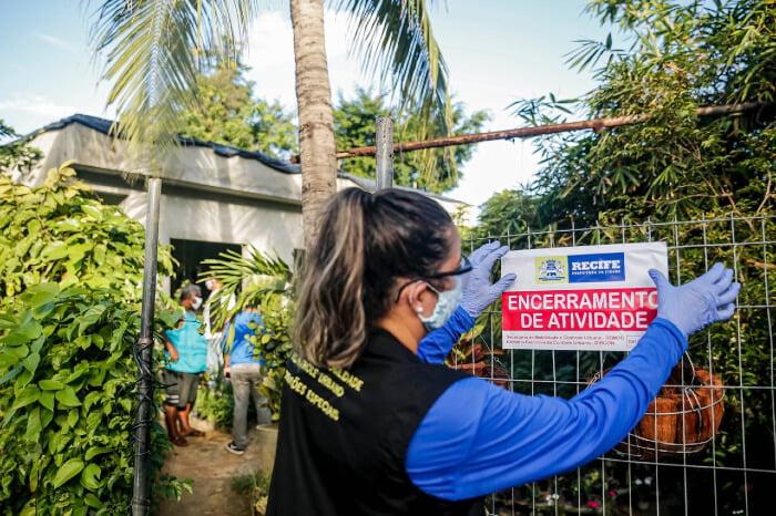 No Recife, 56 lojas foram autuadas e quase 4 mil motoristas foram orientados a voltar para casa