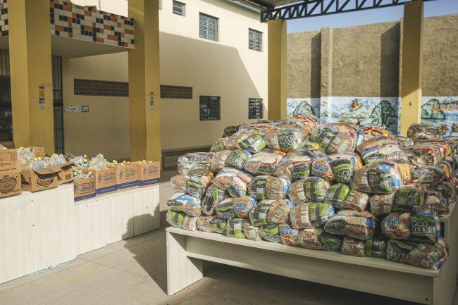 Prefeitura do Recife realiza a quarta entrega de cestas básicas, materiais pedagógicos e produtos de limpeza