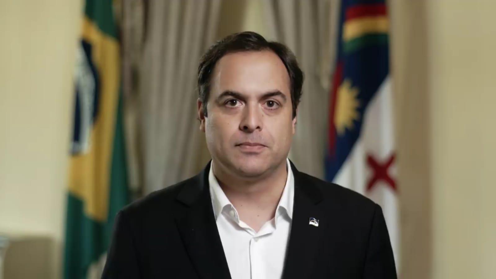 Pais de alunos da rede estadual denunciam Paulo Câmara pelo não pagamento do auxílio a estudantes