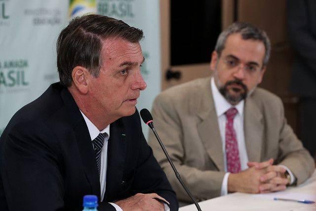 """Bolsonaro afirma que Weintraub """"extrapolou"""" em reunião ministerial"""