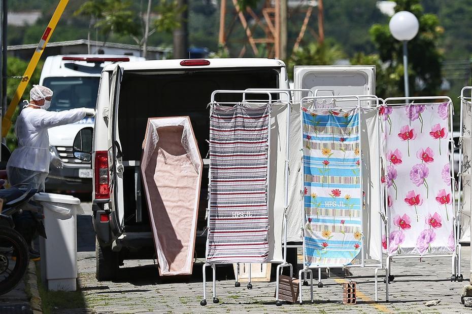 Na Bahia, família abre caixão em velório e cinco são contaminados por Covid-19