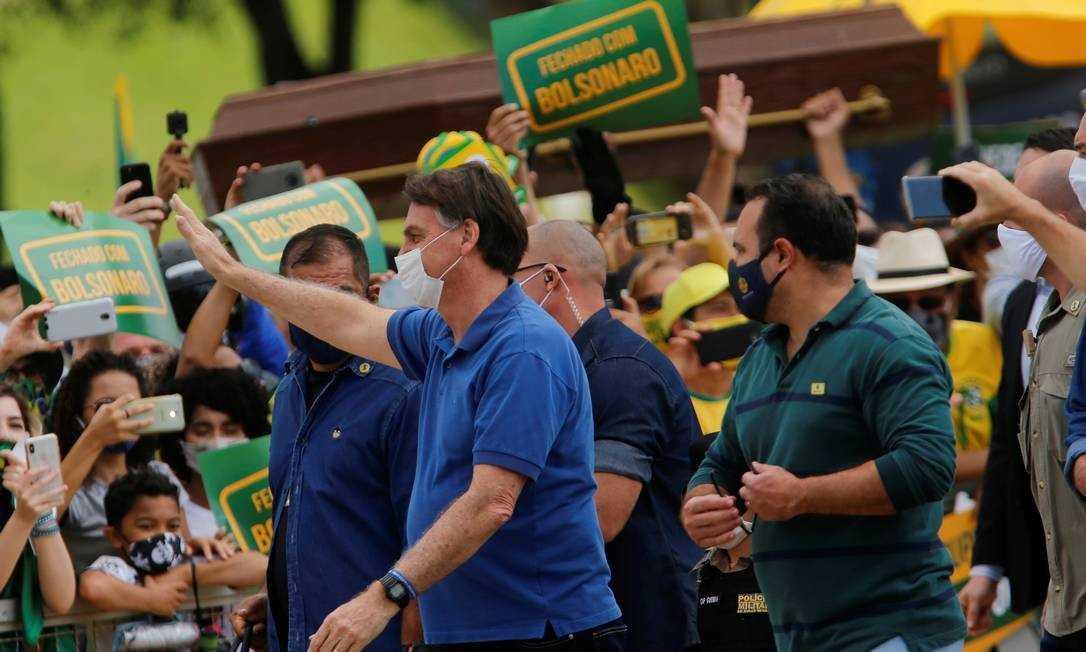 Bolsonaro vai a manifestação em frente ao Palácio do Planalto neste domingo
