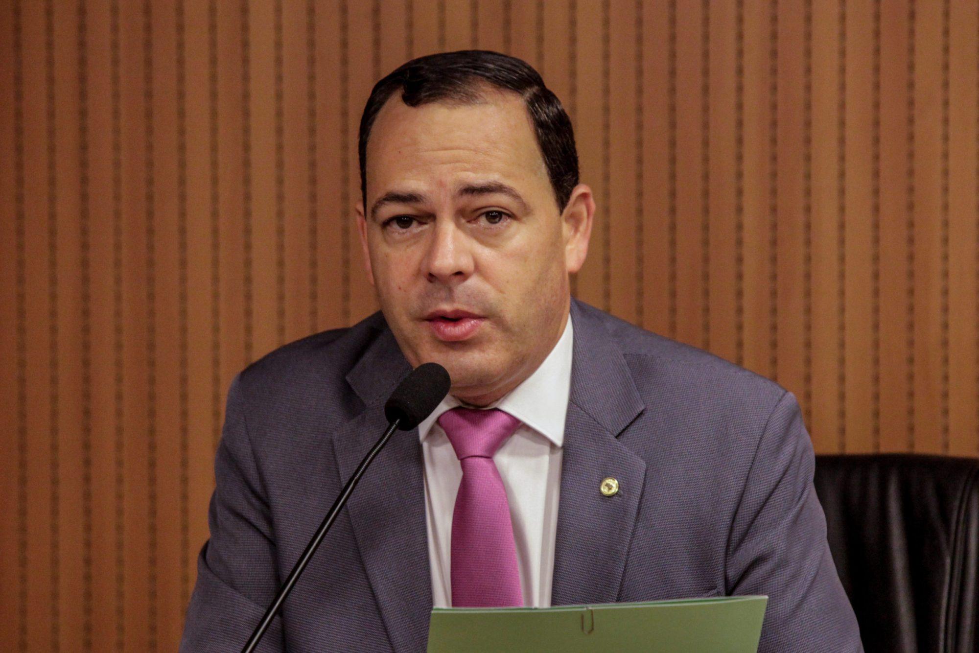 Deputado estadual Sivaldo Albino.