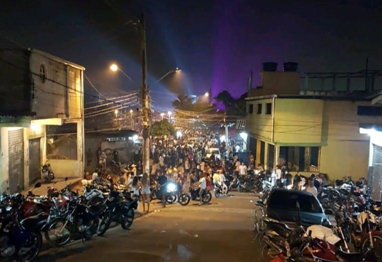 Após o STF proibir operações policiais em comunidades no Rio, bailes funk voltam a acontecer causando aglomerações