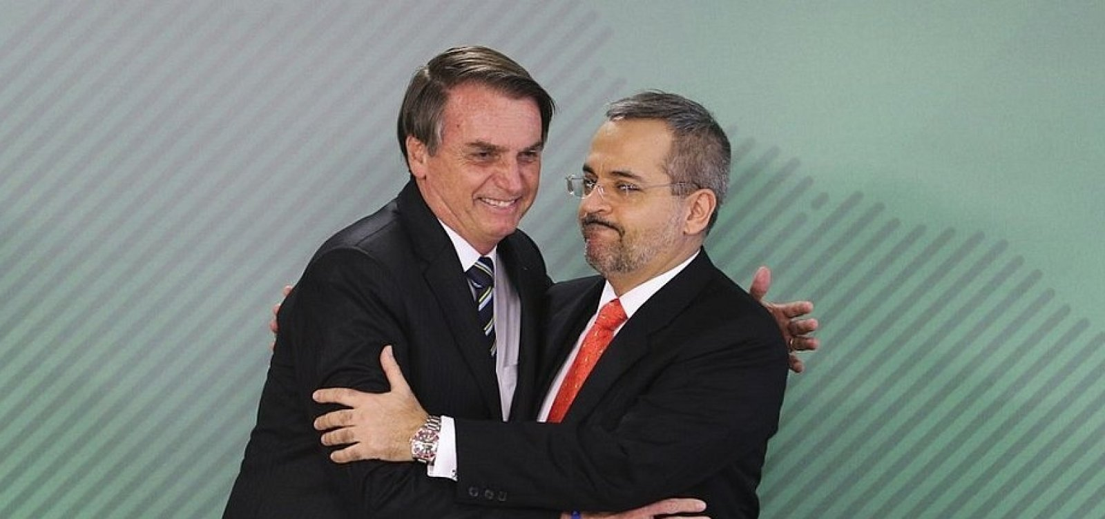 PT recebe pedido de filiação de Bolsonaro, Carlos e Weintraub após vazamento de dados
