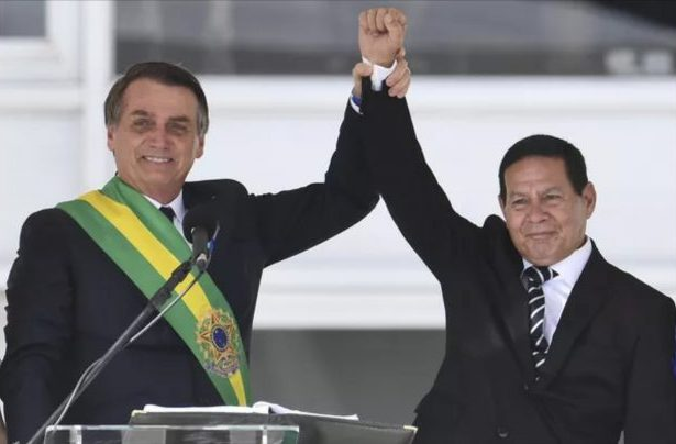 Ação do PT contra chapa Bolsonaro-Mourão é arquivada por unanimidade no TSE por 7x0.