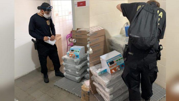 Polícia Federal faz inspeção em respiradores adquiridos pela Prefeitura do Recife.
