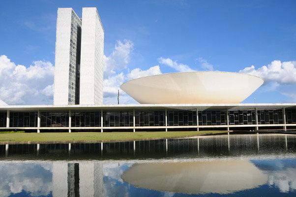 Câmara mantém auxílio-mudança de R$ 37 mil para deputados reeleitos