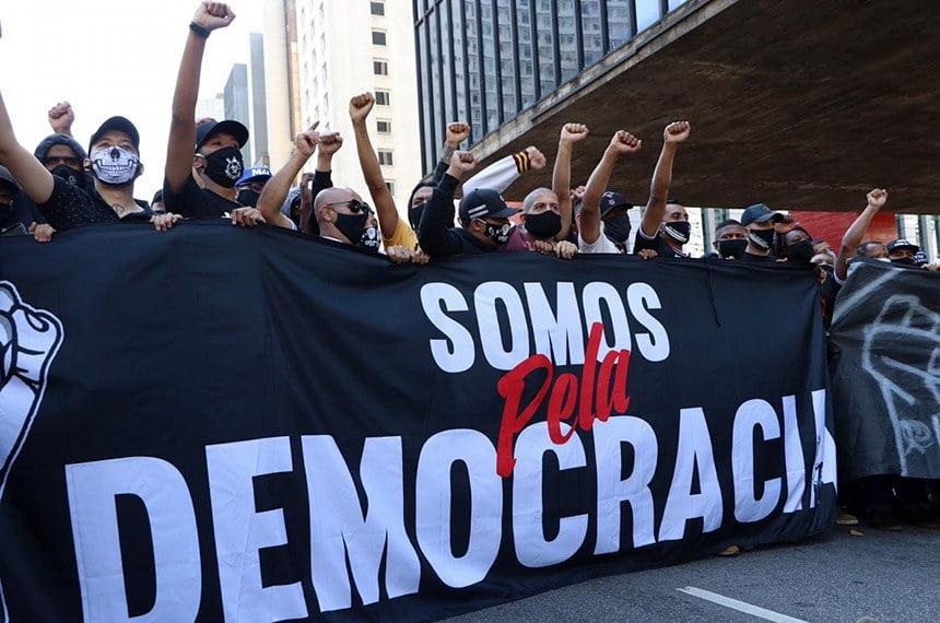 Pelas redes sociais, senadores avaliam manifestações e confrontos em capitais