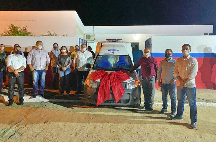 Com presença do presidente da Alepe, prefeitura de Cumaru entrega nova ambulância aos cidadãos