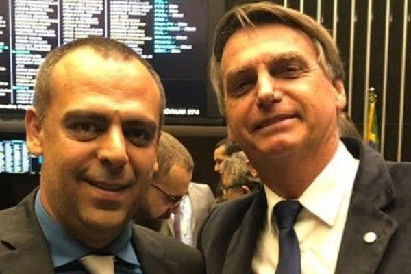 """""""Vão deletar perfis de quem desejou a morte do presidente?"""", pergunta deputado aliado de Bolsonaro"""