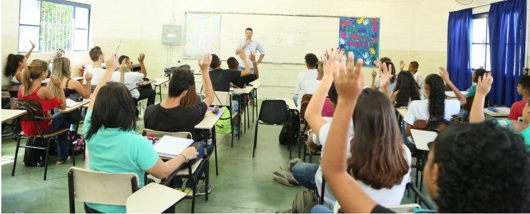 Projeto veda demissão de professores de escolas públicas por 6 meses após fim de calamidade pública