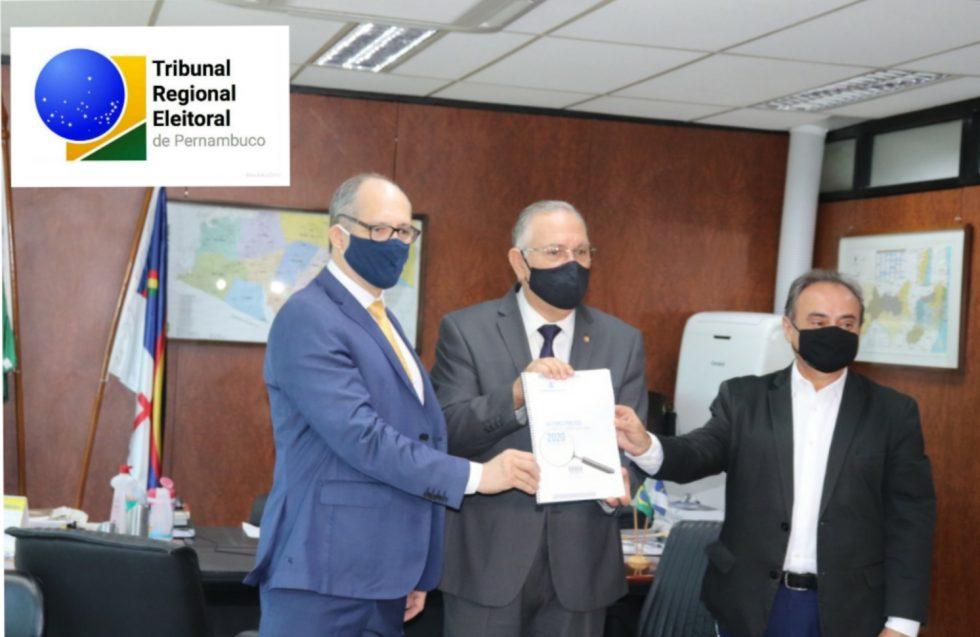 Confira lista dos gestores com contas irregulares entregue ao TRE-PE